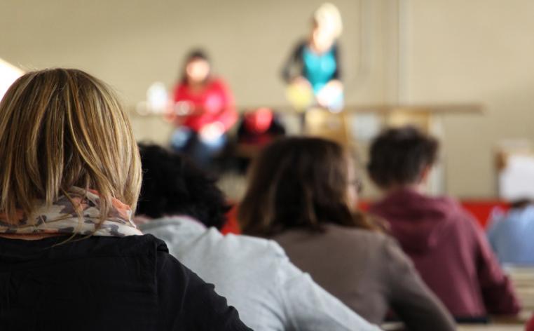 Candidats présentant une épreuve écrite d'un concours de la fonction publique territoriale